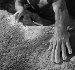 mani-sulla-roccia