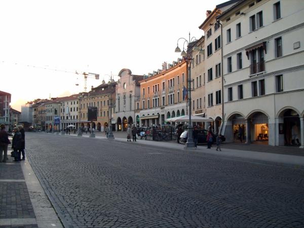 piazza-martiri-belluno
